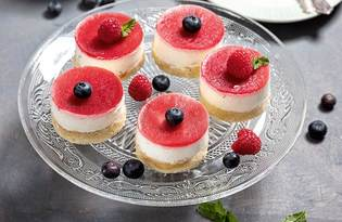 TORTINI ALLO YOGURT CON FRUTTI DI BOSCO